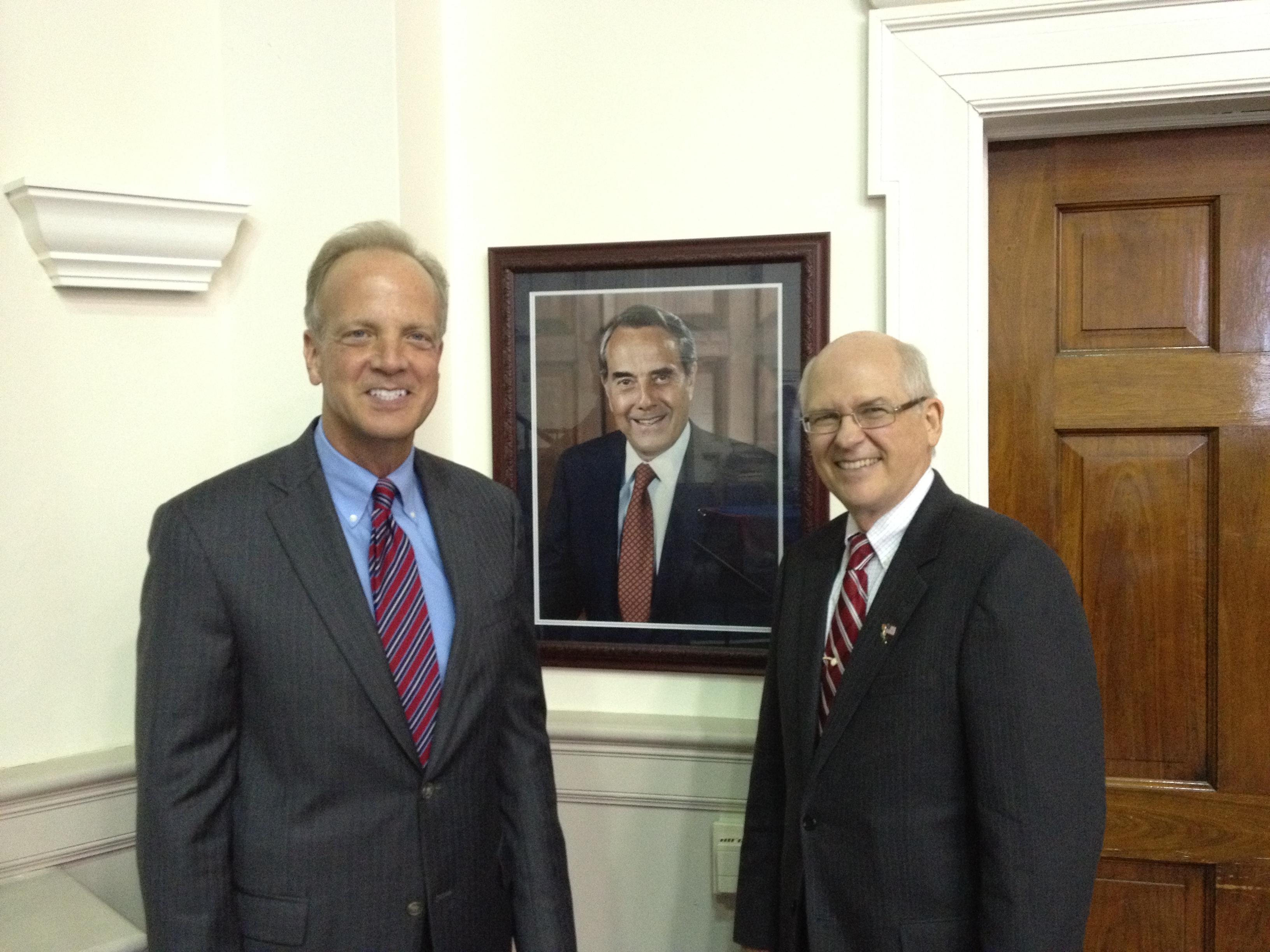 Sen. Moran Attends Retirement Ceremony for Tom Sanders