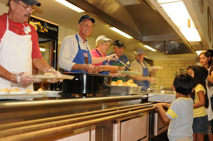 Sen. and Mrs. Moran Serve Dinner to Ft. Riley Troops and Families