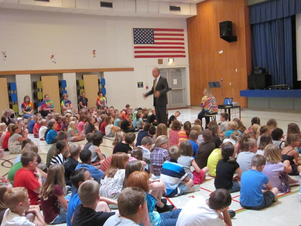 Sen. Moran Visits with Students on First Day of School