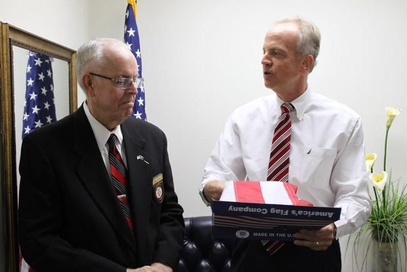 Sen. Moran Presents Flag to Brig. Gen. James AuBuchon (Ret.)