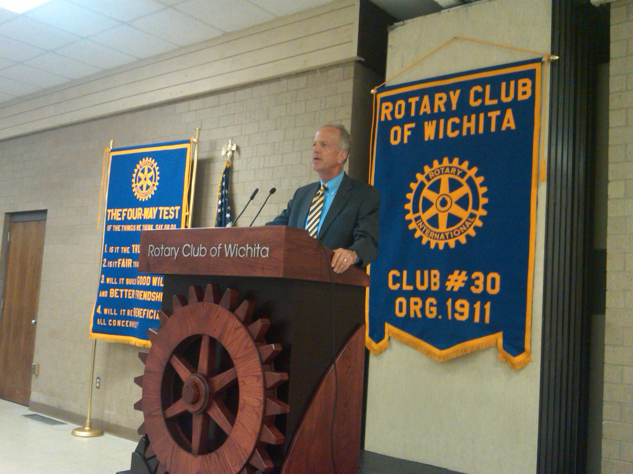 Meeting with business and professional leaders at the Rotary Club of Wichita