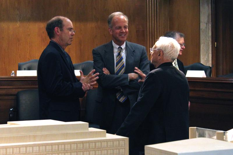 Sen. Moran Reviews Eisenhower Memorial Design Progress