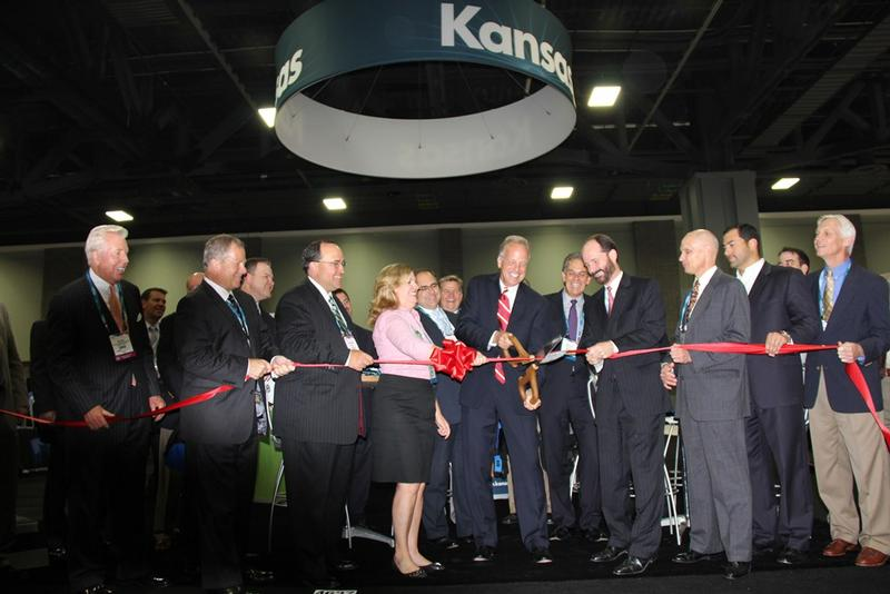Sen. Moran cuts the ribbon for the opening of the Kansas Pavilion
