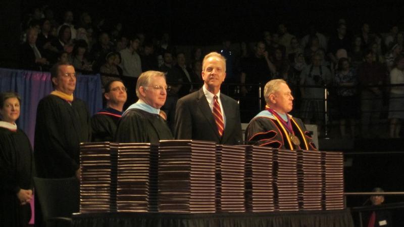 Sen. Moran Delivers Commencement Speech at JCCC